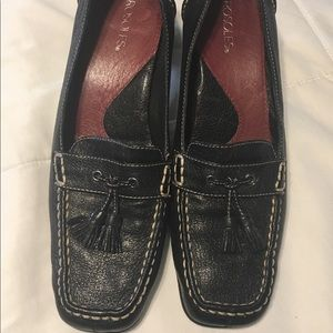 Aerosoles Black Loafers w Tassels EUC size 8 1/2
